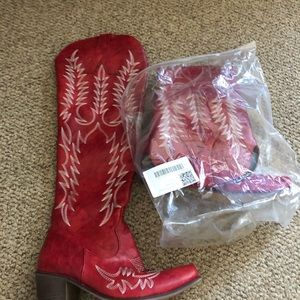 Women's size 7/1/2 red boots